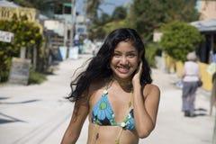 比基尼泳装女孩性感的林 免版税库存图片