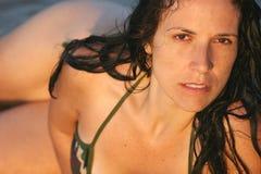 比基尼泳装妇女 免版税库存照片