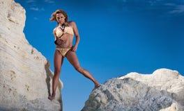 比基尼泳装性感的妇女年轻人 免版税库存图片