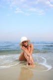 比基尼泳装白肤金发的海运被晒黑的&# 库存照片