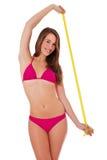 比基尼泳装的女孩与评定的磁带 免版税库存照片