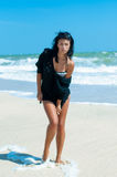 比基尼泳装的女孩在海滩 免版税图库摄影