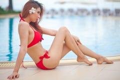 比基尼泳装的性感的女孩 免版税库存图片