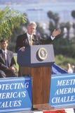 比尔・克林顿在圣芭卜拉市学院告诉 免版税库存照片