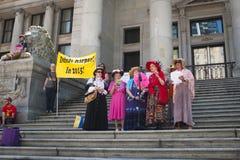 比尔C-51 (反恐怖主义行动)抗议的发怒老婆婆在温哥华 免版税库存照片