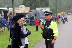 比尤利,汉普郡,英国- 2017年5月29日:英国警察谈话 免版税库存图片