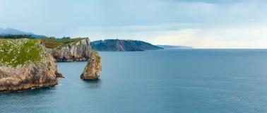 比斯开湾岩石海岸,西班牙 图库摄影