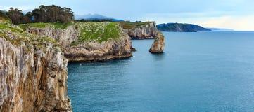 比斯开湾岩石海岸,西班牙 免版税库存图片