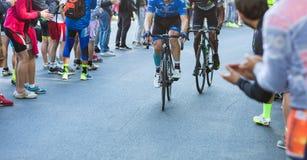 比耶拉,意大利- 2017年5月20日:骑自行车者参加第14个s 免版税库存照片