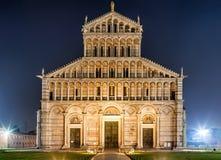 比萨大教堂在夜之前 免版税图库摄影