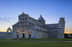 比萨大教堂塔日出 免版税图库摄影