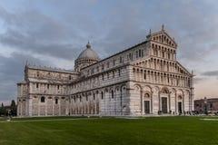 比萨大教堂日落的,奇迹广场,托斯卡纳,意大利 库存照片