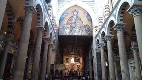 比萨大教堂的内部的全景  免版税库存图片