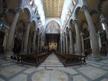 比萨大教堂的内部的全景  免版税库存照片