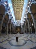 比萨大教堂的内部的全景  库存照片