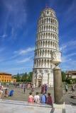 比萨斜塔和一个花瓶在意大利在夏天 库存照片