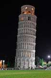 比萨斜塔在晚上之前 免版税图库摄影