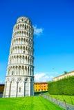 比萨斜塔或Torre pendente二比萨,奇迹正方形或奇迹广场。托斯卡纳,意大利 免版税库存照片