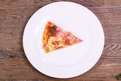 比萨用火腿和香肠 免版税库存照片