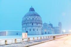 比萨,意大利- 2018年3月1日:奇迹正方形与雪的在w 库存图片