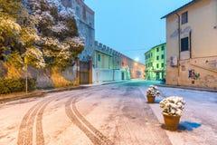 比萨,意大利- 2018年3月1日:比萨街道有雪的在winte 库存照片