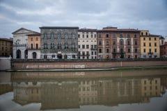 比萨,意大利2016年10月22日比萨市建筑学有tra的 免版税库存照片