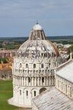 比萨洗礼池和大教堂中央寺院,托斯卡纳,意大利 免版税库存图片