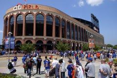 比赛天- Mets体育场-女王纽约 免版税库存照片