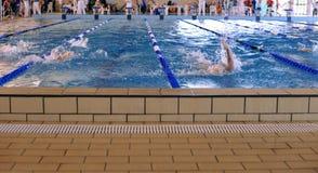 比赛游泳 免版税图库摄影