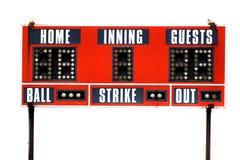比赛的红色棒球记分牌与天空 免版税库存图片