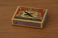 比赛箱子斯堪的纳维亚烟草小组燕子配比 免版税库存图片