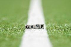 比赛背景和小的立方体与主题文本 免版税库存照片