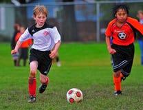 比赛足球青年时期 免版税库存照片