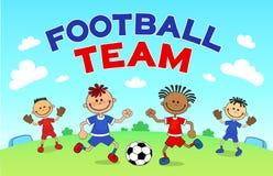 比赛足球 踢在运动场的男孩足球 漫画人物球员足球体育运动 免版税库存图片