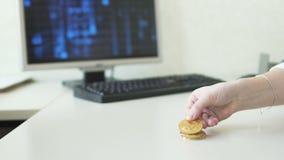 比较交换率bitcoins与美元 股票视频