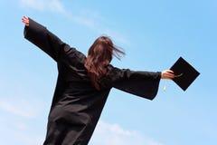 毕业愉快的妇女 免版税库存照片