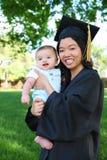 毕业的母亲和婴孩 免版税库存图片