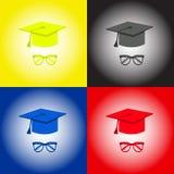 毕业盖帽、学生辅助部件帽子和玻璃 黄色,黑,蓝色,红色 免版税图库摄影