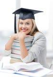 毕业盖帽的学生 免版税库存照片