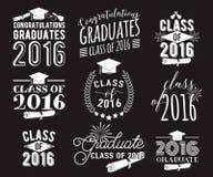 毕业祝愿覆盖物,在标签设计集合上写字 2016枚徽章黑白照片毕业生类  与旭日形首饰的象征 库存照片