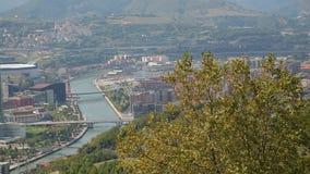 毕尔巴鄂、西班牙和古根海姆美术馆看法从小山的在夏天,全景 影视素材