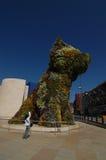 毕尔巴鄂,西班牙:2006年4月:小狗这花卉雕塑 免版税库存图片