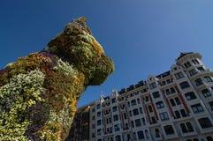 毕尔巴鄂,西班牙:2006年4月:小狗这花卉雕塑 免版税图库摄影