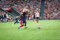 毕尔巴鄂,西班牙- 8月28 :利奥Messi,巴塞罗那足球俱乐部球员和Aymeric Laporte,毕尔巴鄂球员,在运动B之间的比赛期间 库存图片