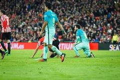 毕尔巴鄂,西班牙- 1月05 :利昂内尔・梅西和雷斯苏亚雷斯,在八决赛西班牙杯比赛期间的行动的在运动双之间 免版税库存图片
