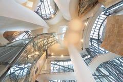 毕尔巴鄂,西班牙- 10月16 :古根海姆美术馆内部10月的 免版税库存图片