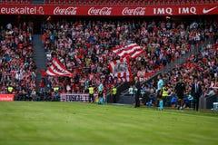 毕尔巴鄂,西班牙- 9月18 :在毕尔巴鄂竞技队之间的西班牙联赛期间未认出的爱好者庆祝毕尔巴鄂的目标, 图库摄影
