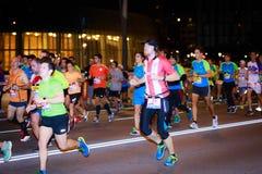 毕尔巴鄂,西班牙- 10月22 :未认出的赛跑者在毕尔巴鄂马拉松夜,庆祝在2016年10月22日的毕尔巴鄂 库存照片