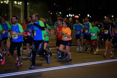 毕尔巴鄂,西班牙- 10月22 :未认出的赛跑者在毕尔巴鄂马拉松夜,庆祝在2016年10月22日的毕尔巴鄂 免版税库存照片