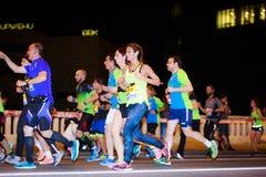 毕尔巴鄂,西班牙- 10月22 :未认出的赛跑者以伤残在毕尔巴鄂马拉松夜,庆祝在10月2日的毕尔巴鄂 免版税库存照片